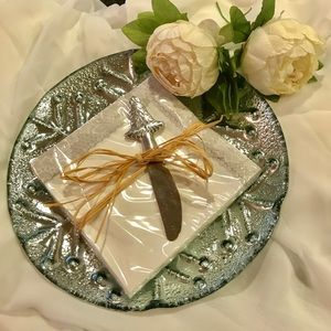 Dining - 🎄🎄Silver Snowflake Plater🎄🎄6 sets available🎄